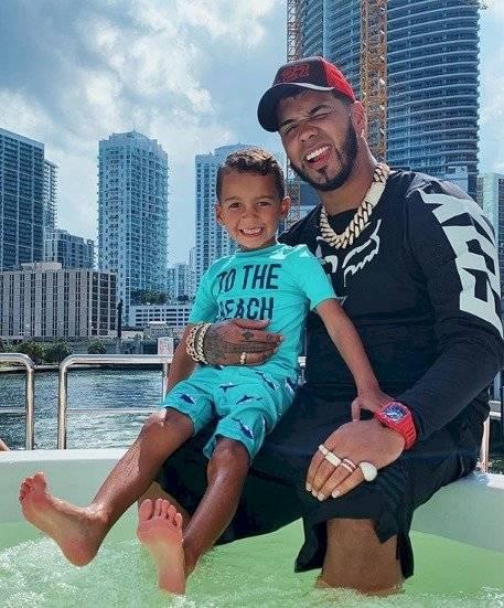 Anuel y su hijo Instagram