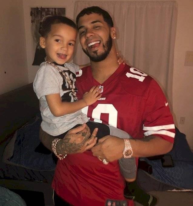 Anuel y su hijo