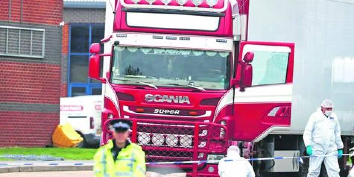 En Reino Unido encuentran 39 cuerpos en camión frigorífico