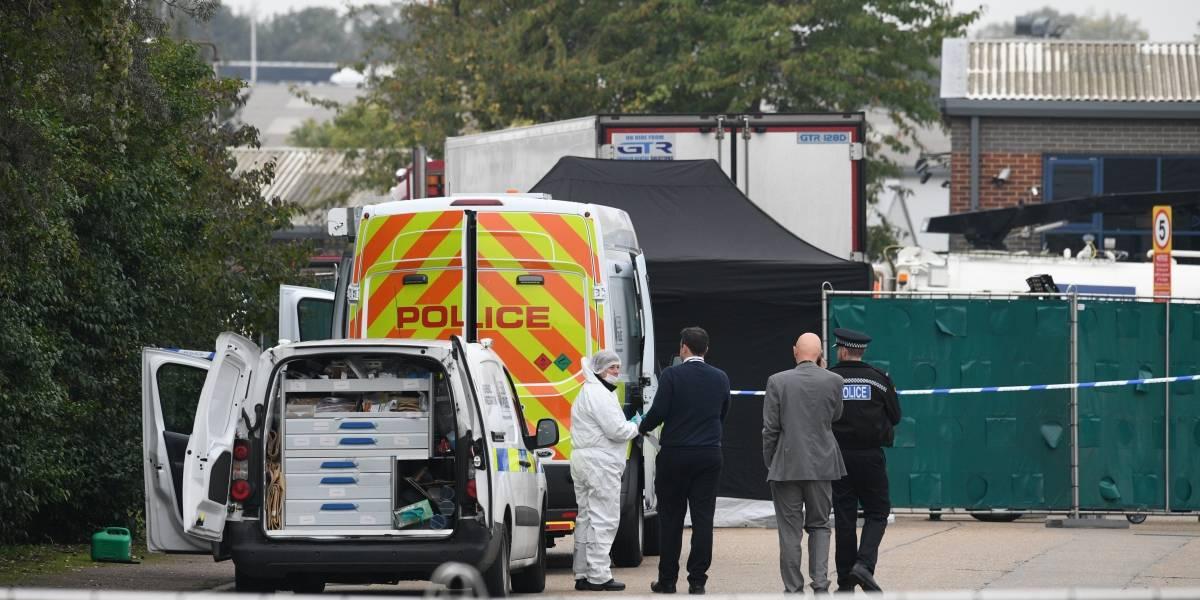 Motorista é preso ao dirigir caminhão com 39 cadáveres na Inglaterra