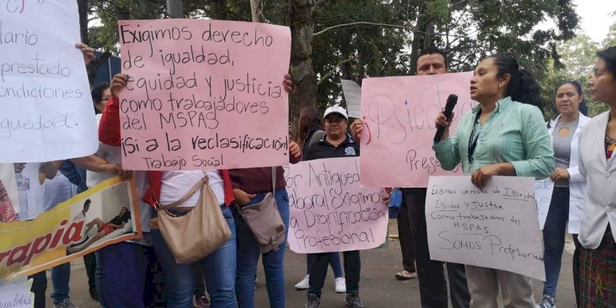 Salubristas realizan plantón para exigir dignificación salarial