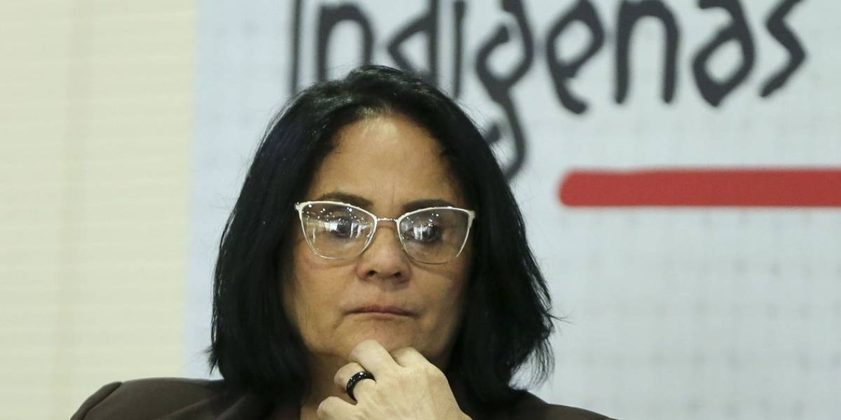 Damares Alves passa mal e é internada em Brasília