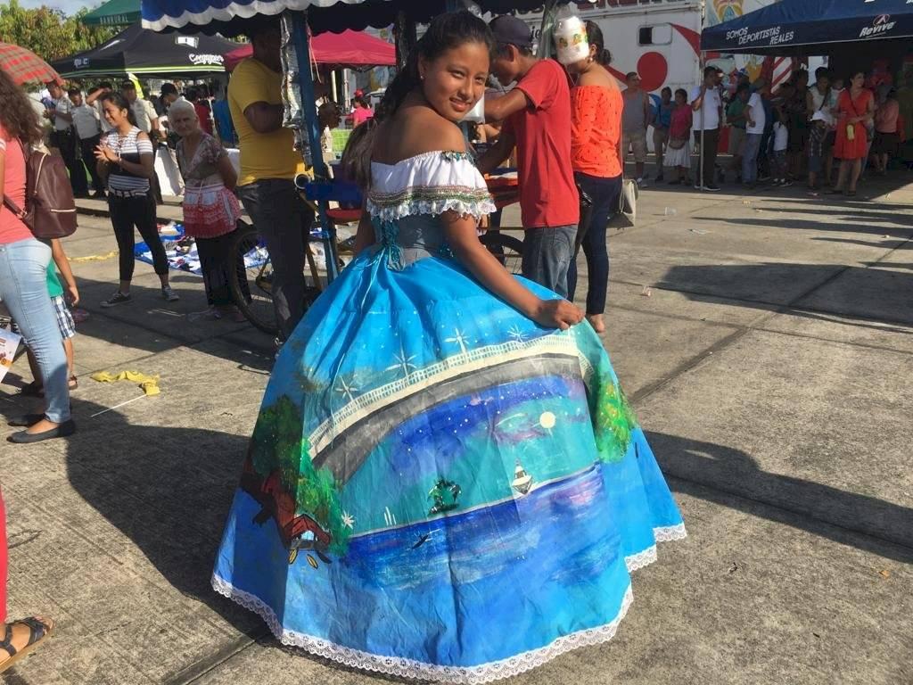 Wendoly Pérez y su elegante vestido en Izabal