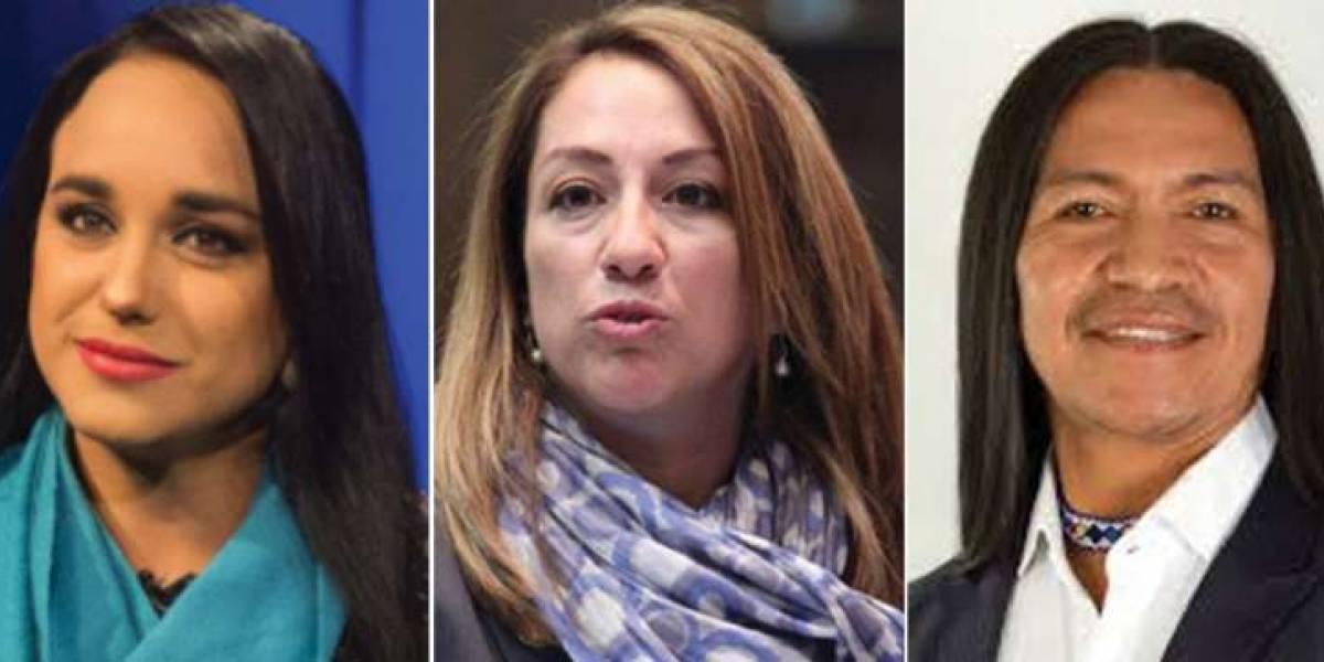 Gabriela Rivadeneira, Soledad Buendía y Carlos Viteri tramitan el pedido de asilo en México