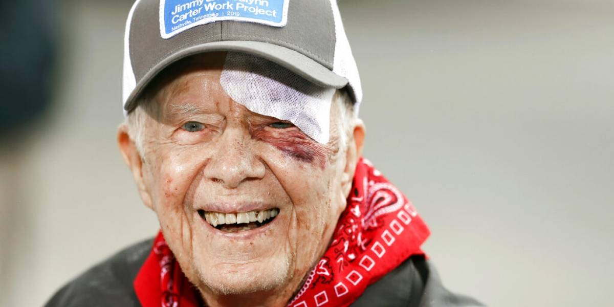 Expresidente Jimmy Carter es dado de alta tras caída