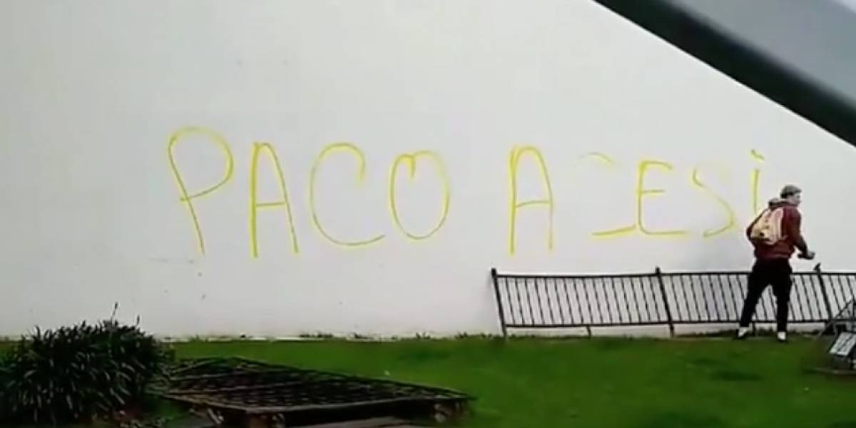 Video: ¿'Acesino' o asesino? Manifestante corrige error ortográfico en su graffiti