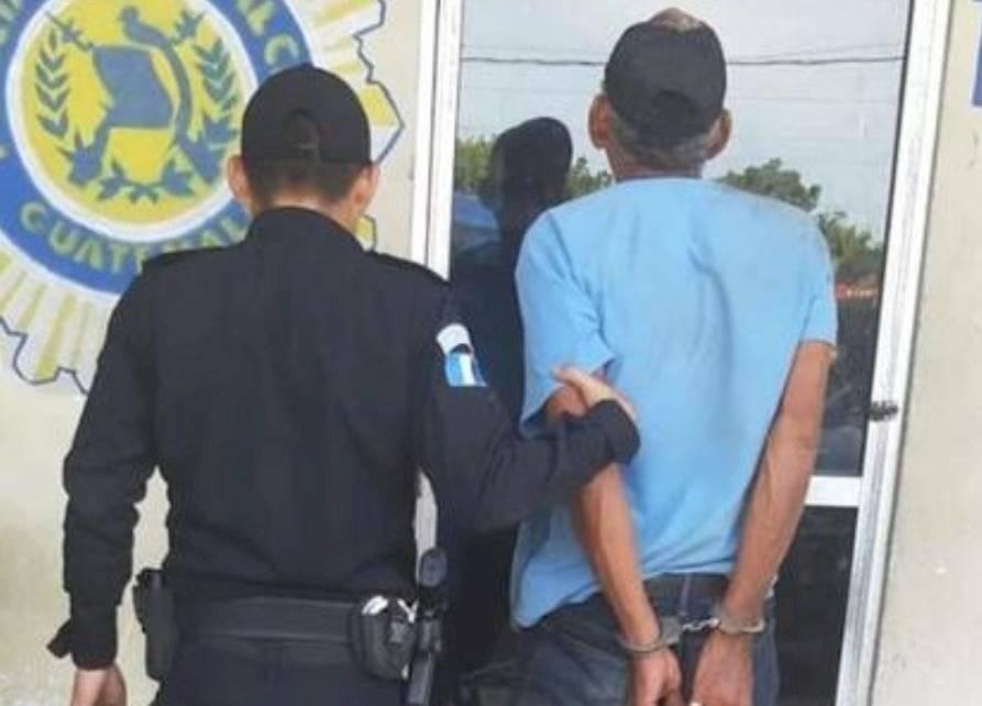 Foto PNC | El detenido se identificó como Tránsito Padilla Aldana, de 60 años.