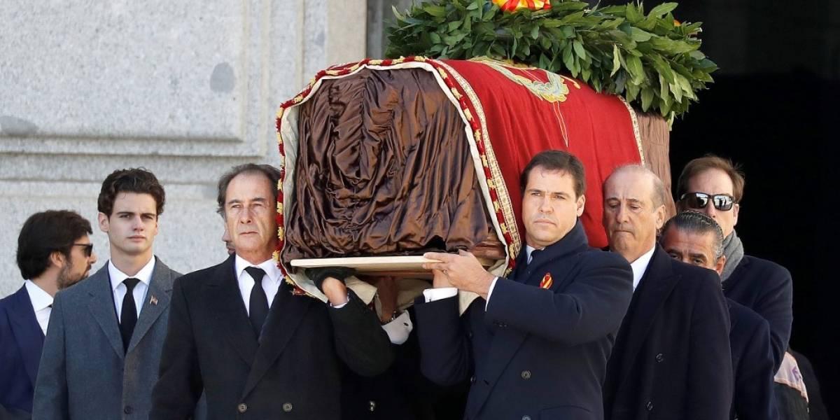 España exhuma al dictador Francisco Franco, 44 años después de su muerte
