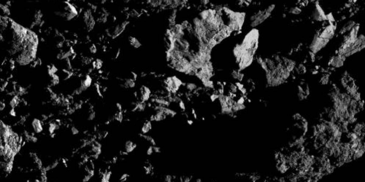 Sonda OSIRIS-REx da NASA capta imagem misteriosa do gigantesco asteroide Bennu