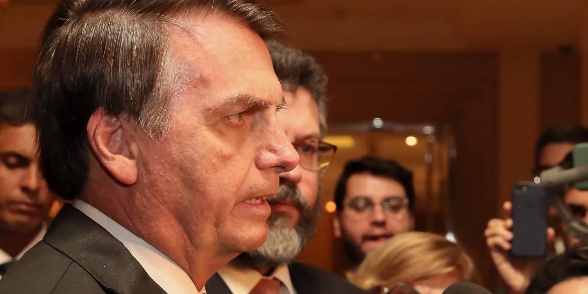 'Queiroz cuida da vida dele e eu da minha', diz Bolsonaro
