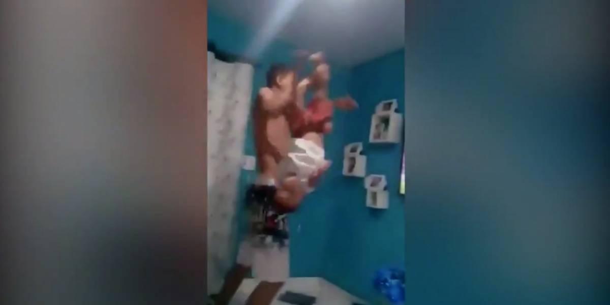 VIDEO: Hombre celebra triunfo del Flamengo poniendo a su hijo de cabeza