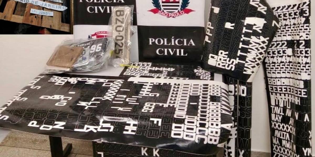 Casal é preso no interior de SP em 'fábrica' de placas falsificadas