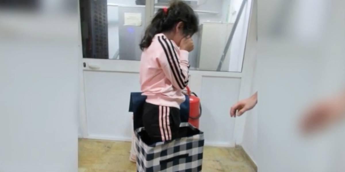 Intentaron esconder a una niña de 7 años en un carrito de compras para entrar a país europeo