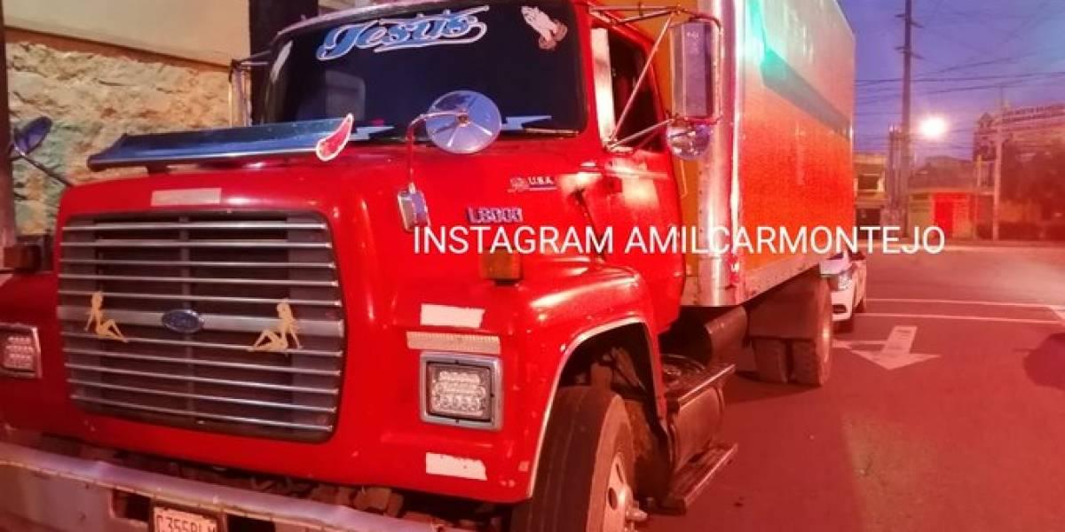 Piloto de camión recolector es atacado a balazos en zona 6