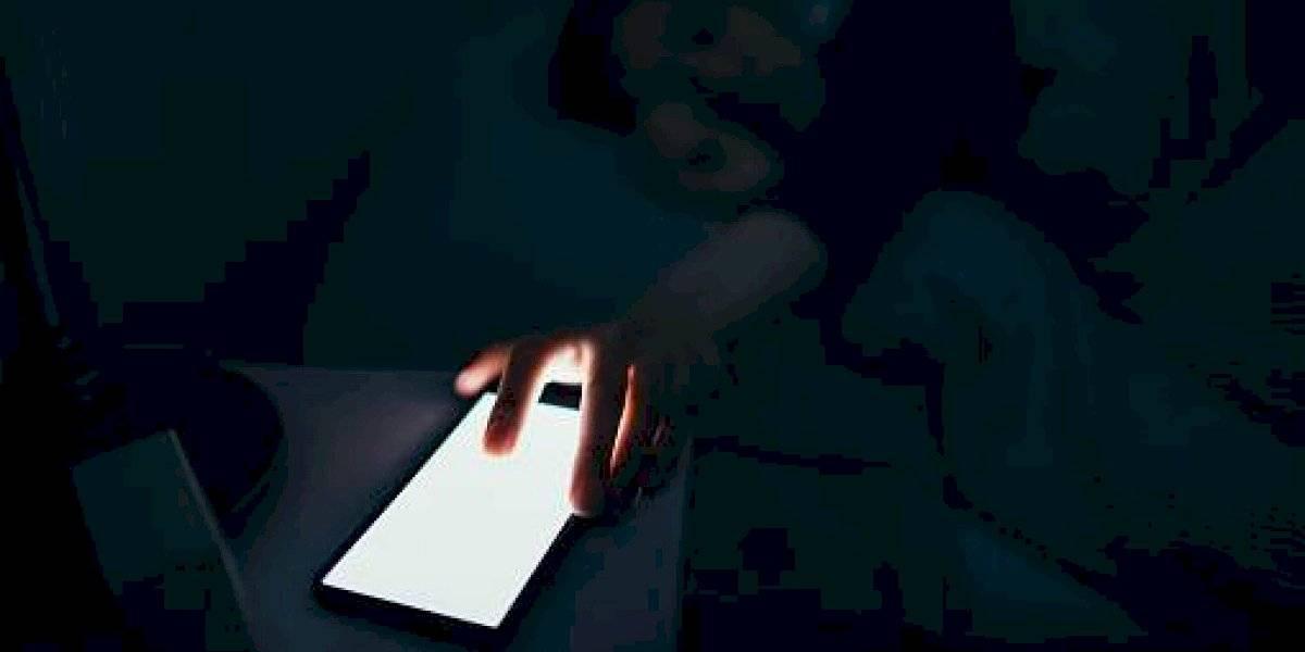¿Qué daños provoca revisar el celular al despertar?