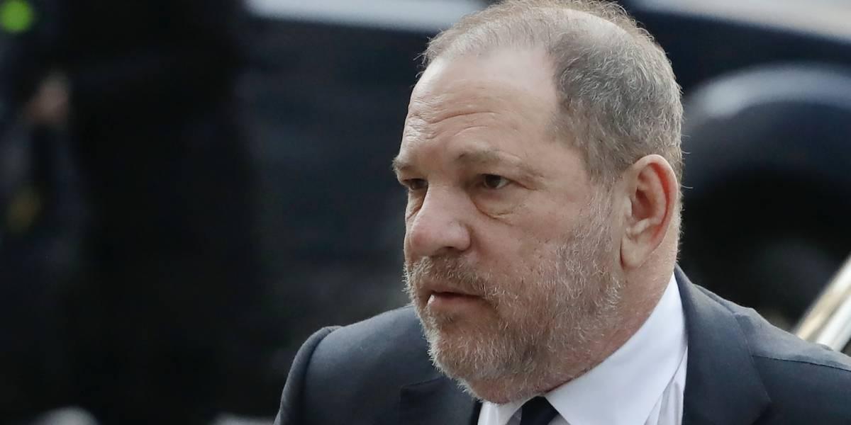 Harvey Weinstein es abucheado en un evento en NY