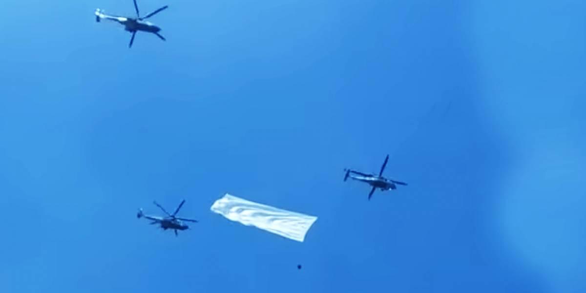 México: Tres helicópteros militares cargan una bandera blanca y todos lo malinterpretan
