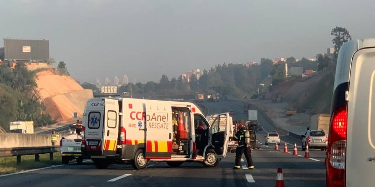 São Paulo: caminhão cai do Rodoanel e mata duas pessoas