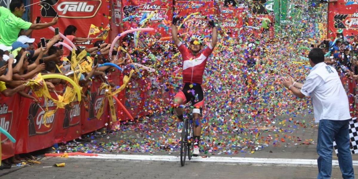 El peruano André González gana etapa y se queda con el liderato de la Vuelta Ciclística