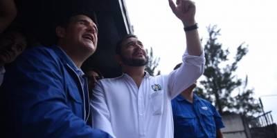 El vagón en el que viajaba el presidente Jimmy Morales y el alcalde, Ricardo Quiñónez, se descarriló.