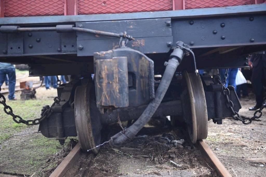 El vagón en el que viajaba el presidente Jimmy Morales y el alcalde, Ricardo Quiñónez, se descarriló. Oliver de Ros