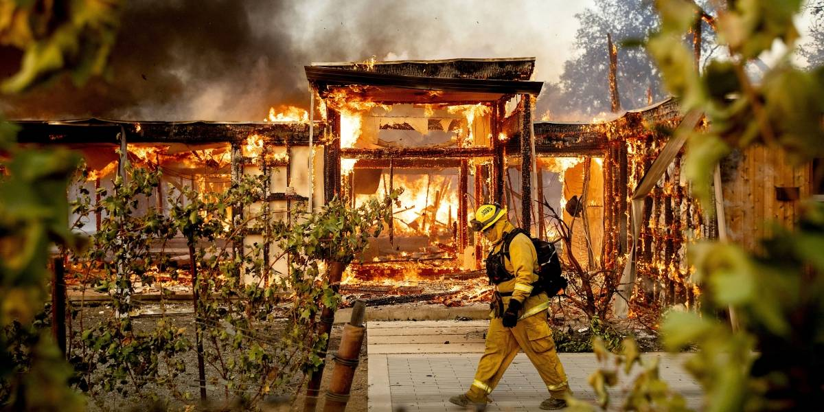 California ordena más evacuaciones por incendio forestal