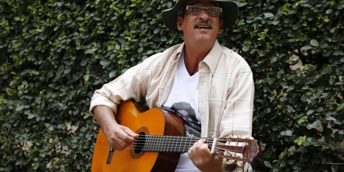 """Él es el """"cantante de las Farc"""", el nuevo alcalde de Turbaco, Bolívar"""