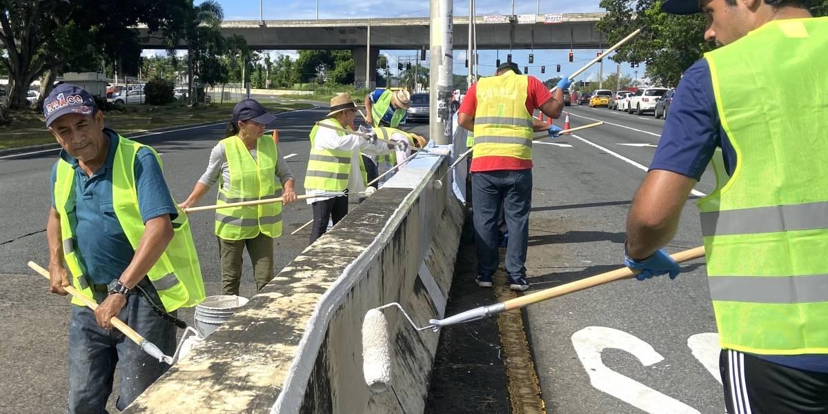 Voluntarios se unen a iniciativa para limpiar y pintar tramo de la avenida 65 de Infantería