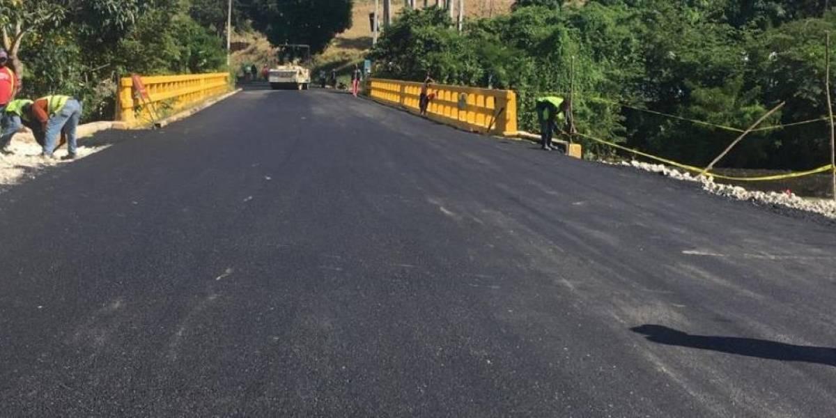 MOPC restablece tránsito por puente comunica a Vallejuelo con El Cercado