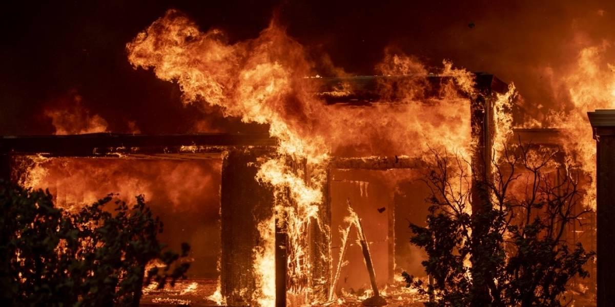 Ordenan evacuación de 180 mil personas por incendios en California