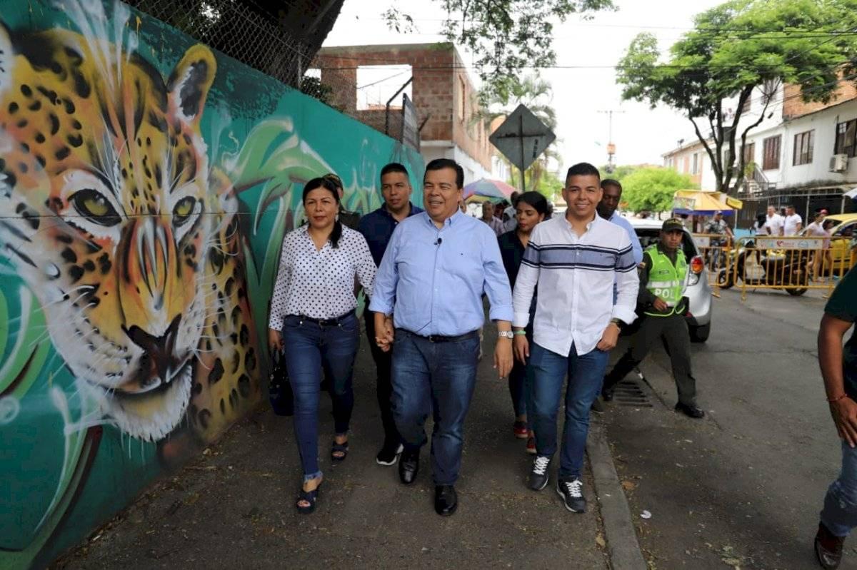 Roberto Ortiz Urueña salió a votar en compañía de su esposa y sus hijos. Foto: Prensa Roberto Ortiz