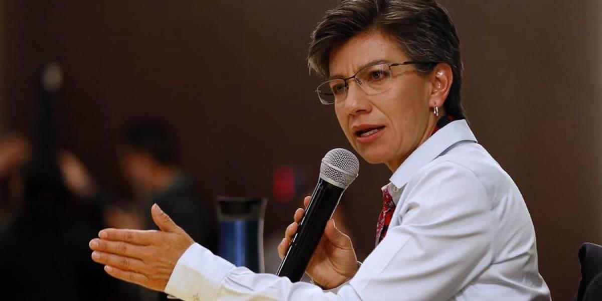 Con un beso celebró Claudia López su triunfo como nueva alcaldesa de Bogotá