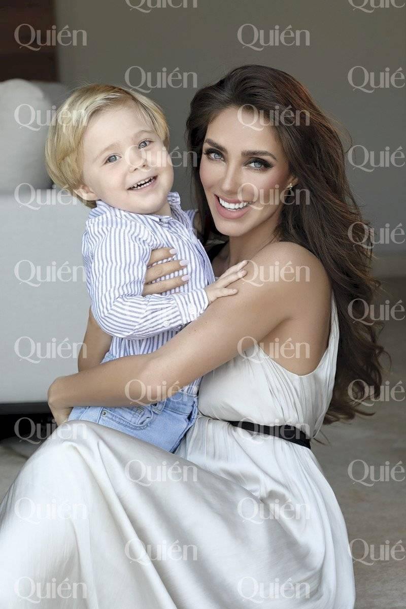 Anahí y su hijo