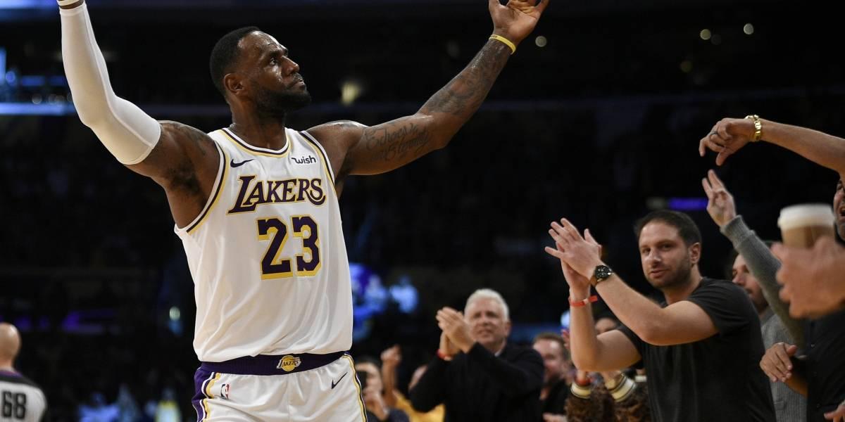 Los Ángeles Lakers arrasan con los Hornets de Charlotte