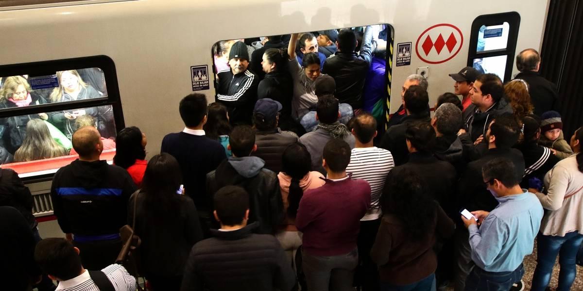 Metro de Santiago: Fuertes protestas en la Línea 6, explosiones en la Línea 2, evasión en la 4 y caos y lacrimógenas en la 1