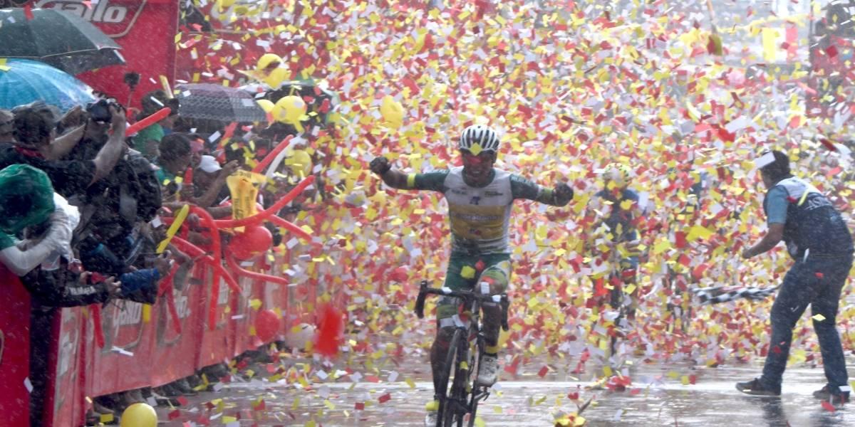 Alfredo Ajpacajá gana la etapa reina en su natal Totonicapán