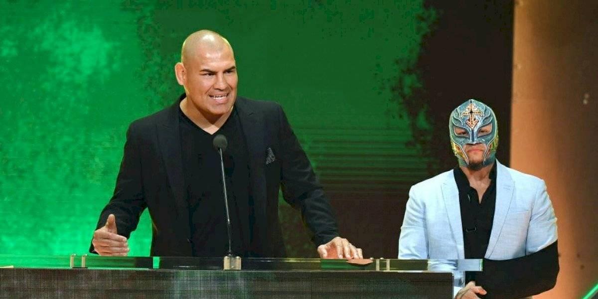 Rey Mysterio ve a Caín Velásquez en la lucha libre por muchos años