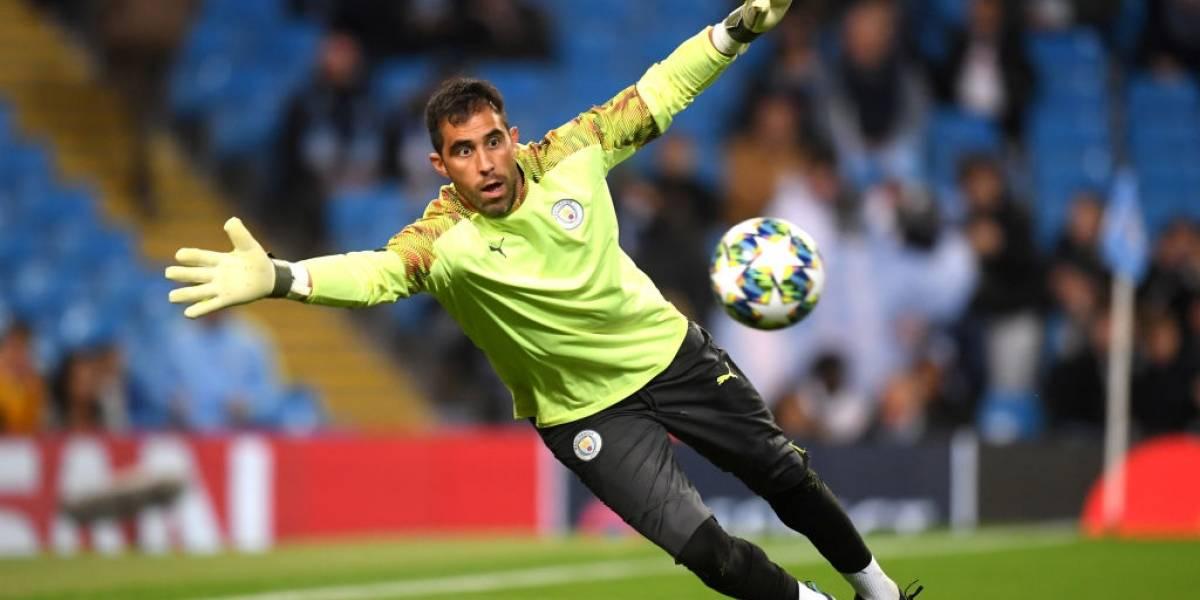 Manchester City avanzó de ronda con Bravo como titular