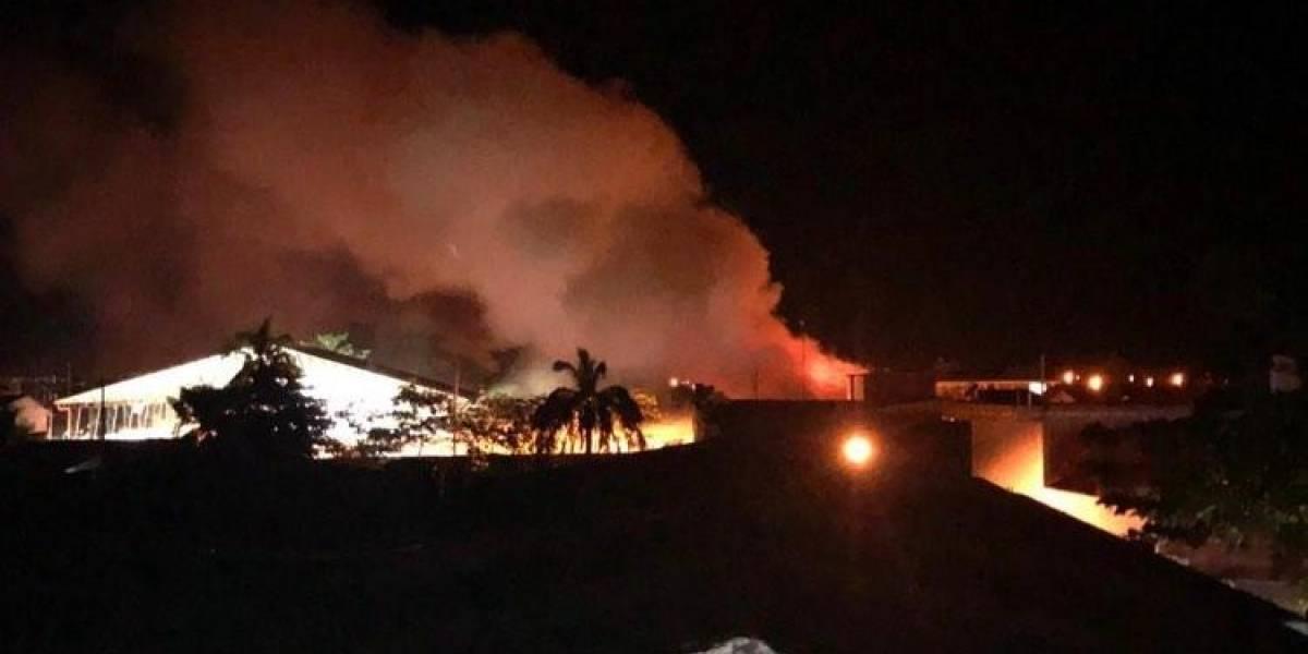 Incendian Alcaldía de Nechí y manifestantes impiden apagar el fuego