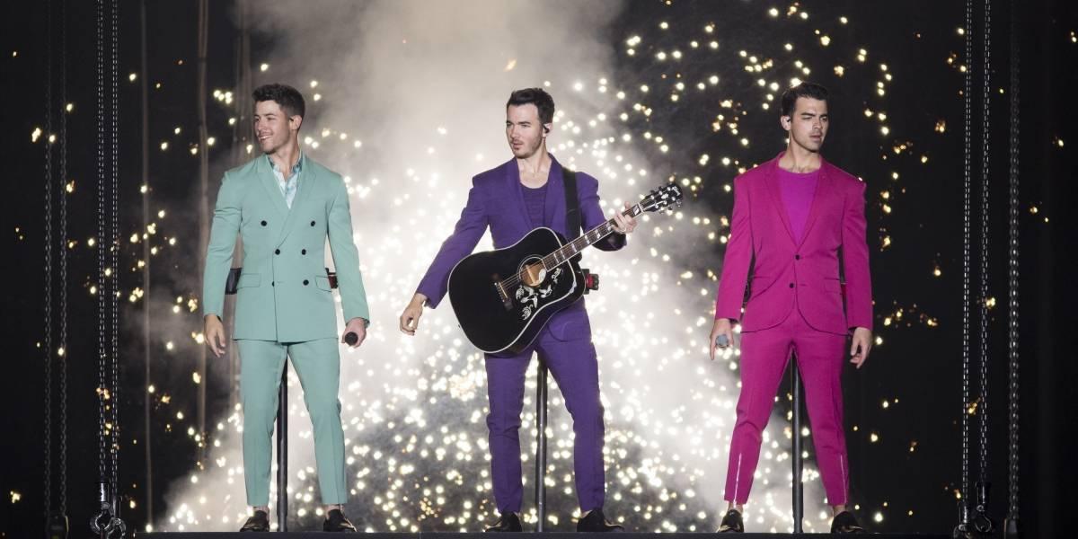 Fanática realizó tocamientos indebidos a cantante en pleno concierto — Nick Jonas