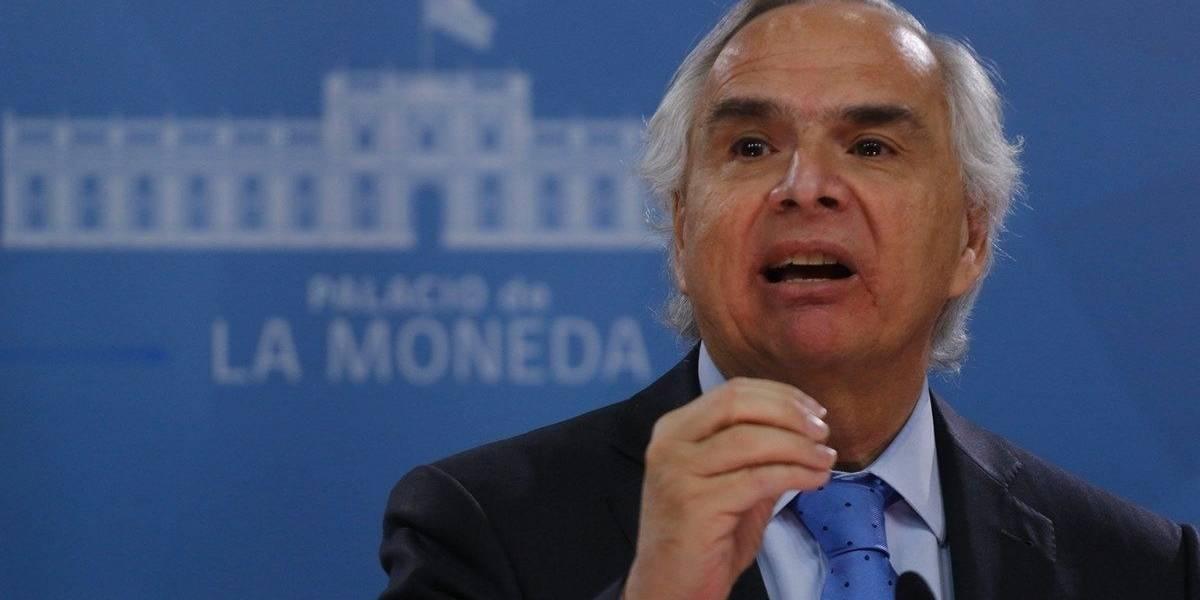 Abogado ingresó denuncia a la FNE por colusión de medios de televisión organizada por Andrés Chadwick