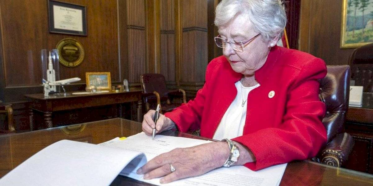 Juez federal bloquea ley de Alabama que prohíbe el aborto