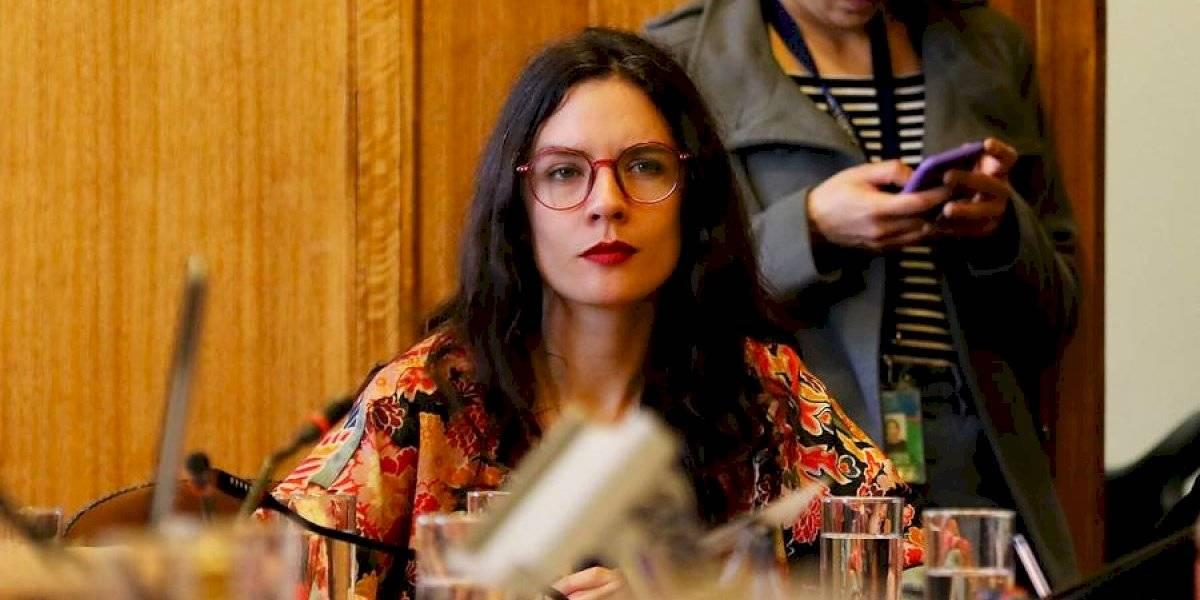 """¿Dónde están las prioridades? Diputada Vallejo critica al gobierno por dar """"urgencia a leyes para sacar militares a la calle"""" y   """"declarar inconstitucional"""" aumento de pensiones y 40 horas"""