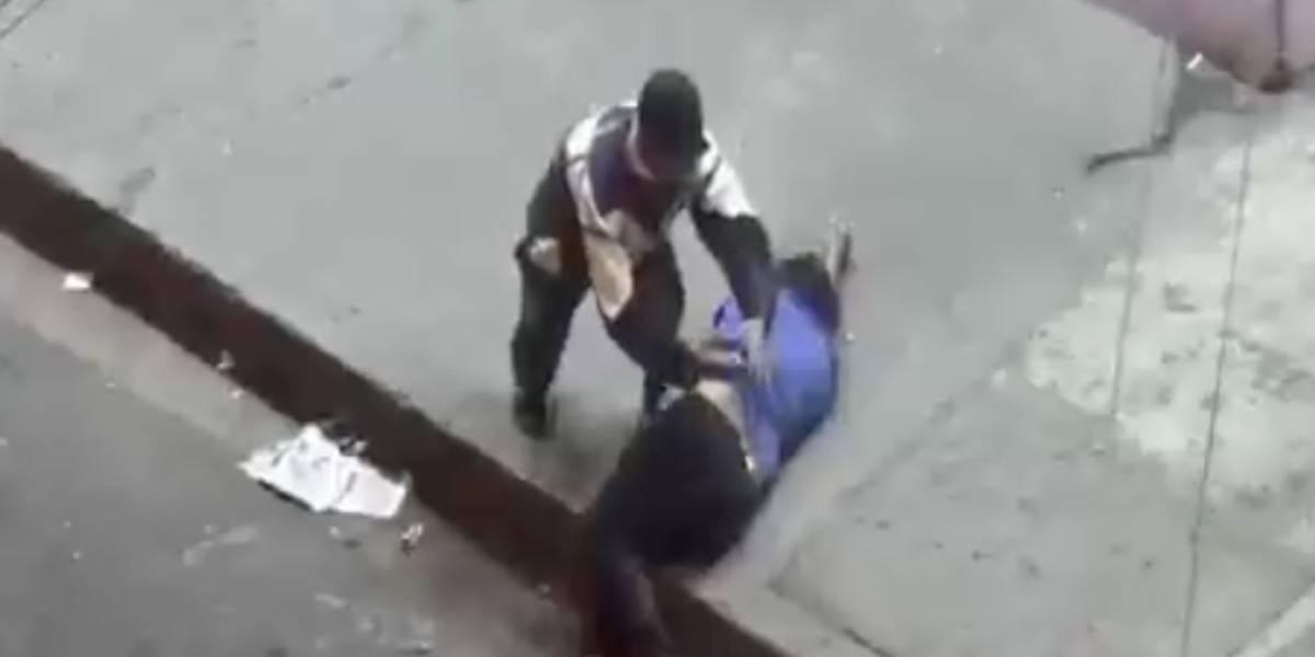 (VIDEO) Detuvieron a sujeto que inyectaba a persona en la calle en Guayaquil