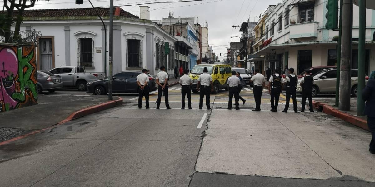 Cierres vehiculares y presencia policial por citación en el Congreso