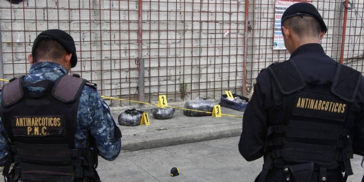 Localizan 60 libras de marihuana en terminal de buses de Petén