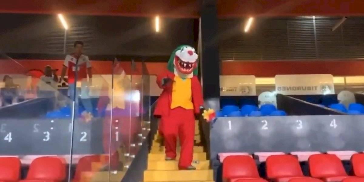 VIDEO: Mascota del Veracruz recrea famosa escena del Joker