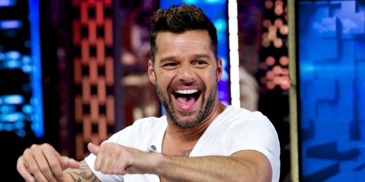 Filtran fotos de Ricky Martin mientras disfruta de vacaciones en un yate con sus hijos