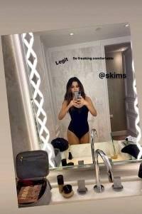 Selena Gomez aparece en sensual lencería de una Kardashian ¡Se pasó de sexy!
