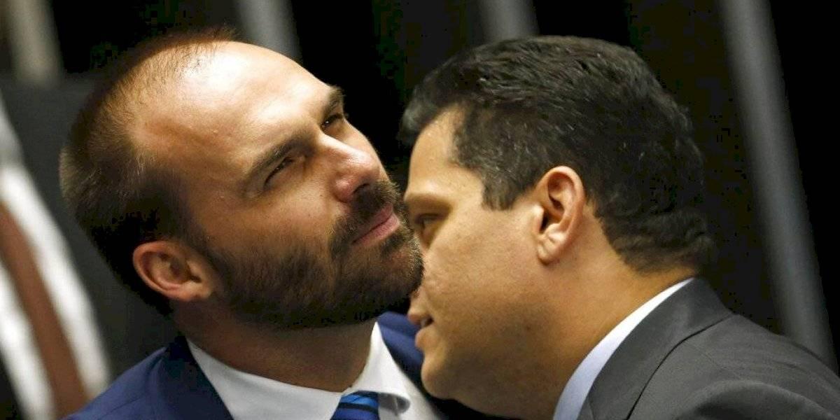 Hijo de Bolsonaro se burla de Estanislao Fernández por ser drag queen